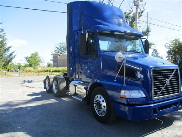 USED 2015 VOLVO VNM64T200 DAYCAB TRUCK #10420