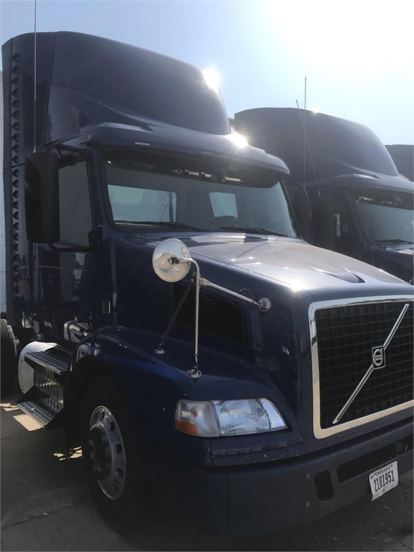 USED 2015 VOLVO VNM64T200 DAYCAB TRUCK #10421