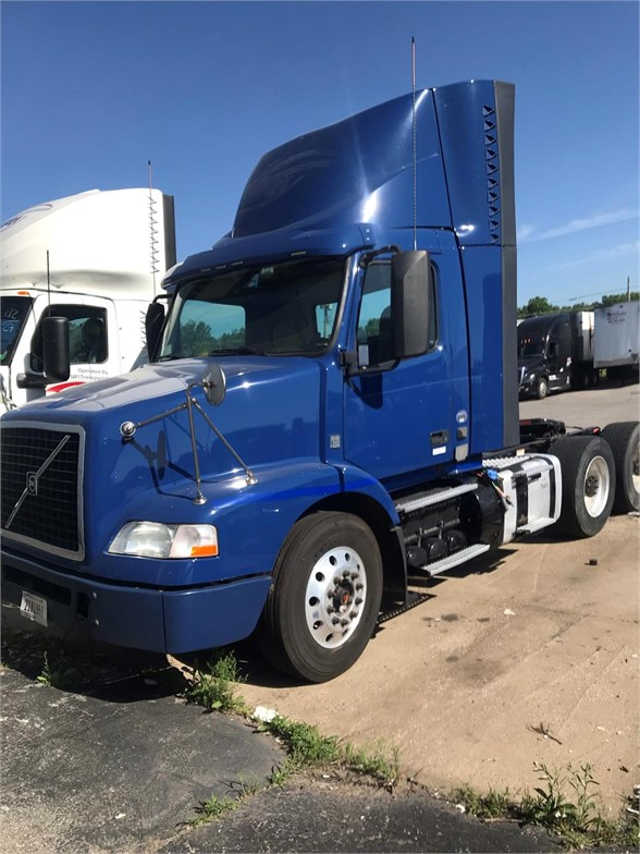 USED 2015 VOLVO VNM64T200 DAYCAB TRUCK #10424