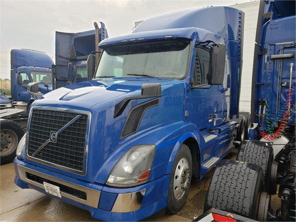 USED 2015 VOLVO VNL64T630 SLEEPER TRUCK #10425