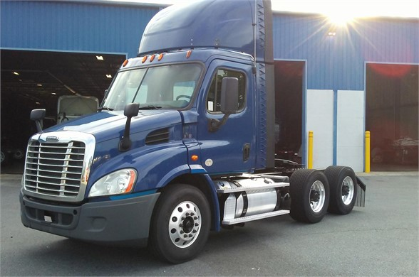 USED 2015 VOLVO VNM64T200 DAYCAB TRUCK #10429