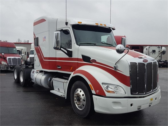 USED 2015 PETERBILT 579 SLEEPER TRUCK #10442