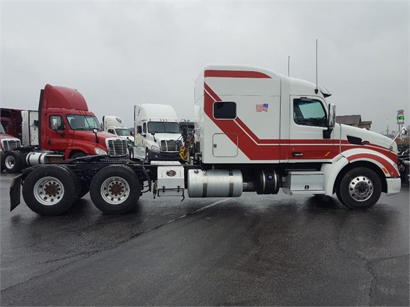 USED 2015 PETERBILT 579 SLEEPER TRUCK #10445