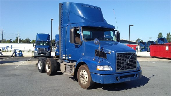 USED 2014 VOLVO VNM64T200 DAYCAB TRUCK #10452