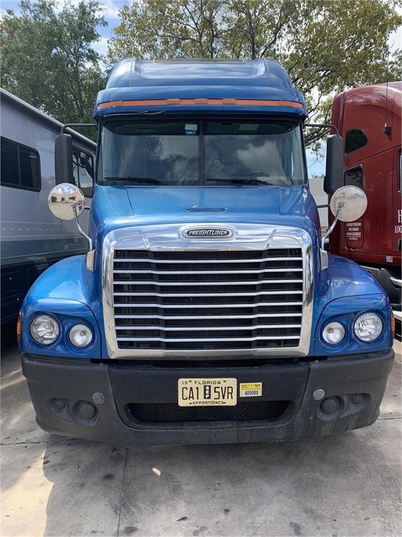 USED 2009 FREIGHTLINER CASCADIA 125 SLEEPER TRUCK #10653