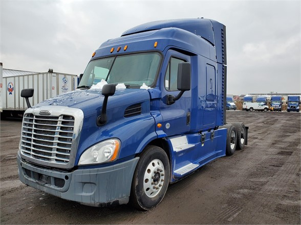 USED 2015 FREIGHTLINER CASCADIA 113 SLEEPER TRUCK #10888