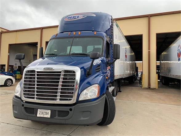 USED 2015 FREIGHTLINER CASCADIA 113 DAYCAB TRUCK #10892