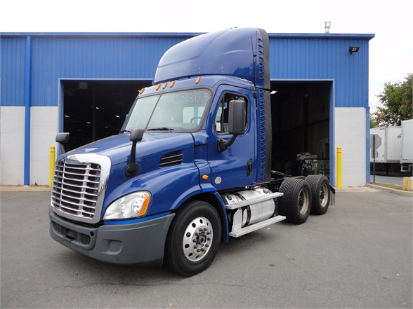 USED 2015 FREIGHTLINER CASCADIA 113 DAYCAB TRUCK #10893