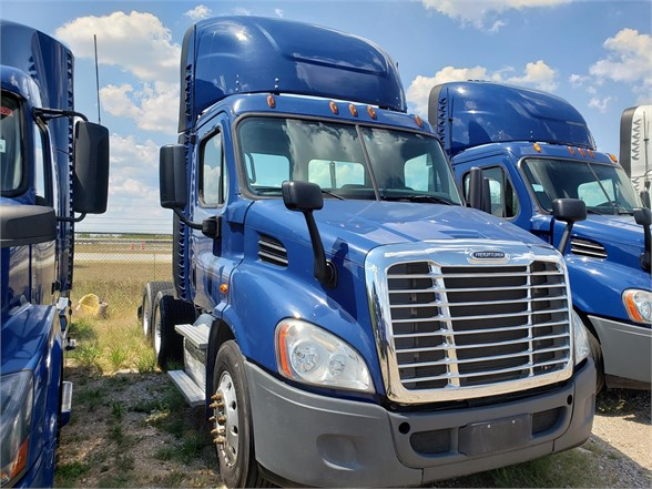 USED 2015 FREIGHTLINER CASCADIA 113 DAYCAB TRUCK #10895