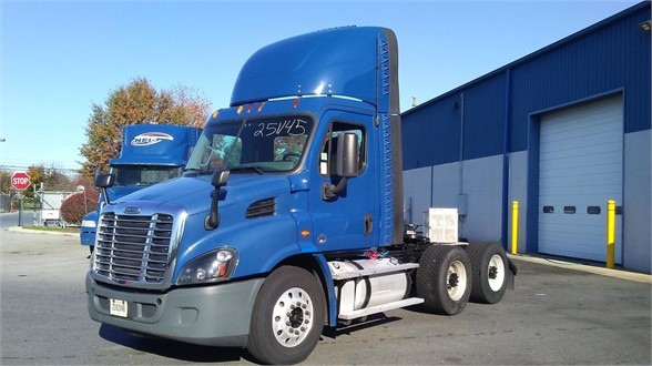 USED 2015 FREIGHTLINER CASCADIA 113 DAYCAB TRUCK #10896