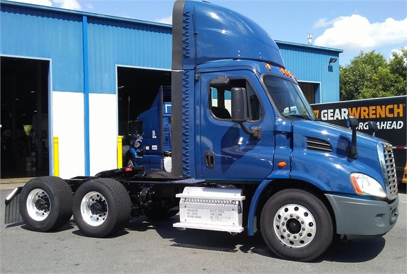USED 2015 FREIGHTLINER CASCADIA 113 DAYCAB TRUCK #10897