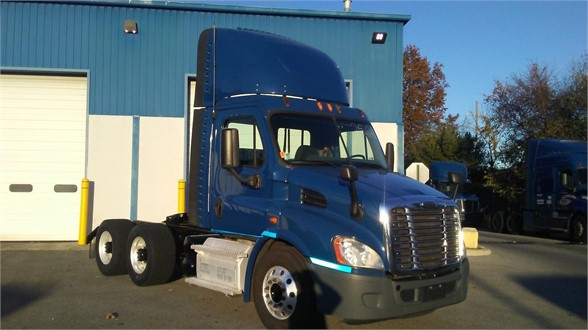 USED 2015 FREIGHTLINER CASCADIA 113 DAYCAB TRUCK #10906