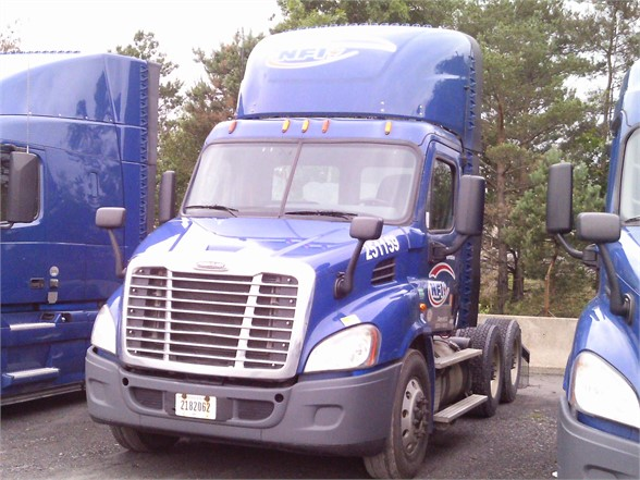 USED 2015 FREIGHTLINER CASCADIA 113 DAYCAB TRUCK #10907