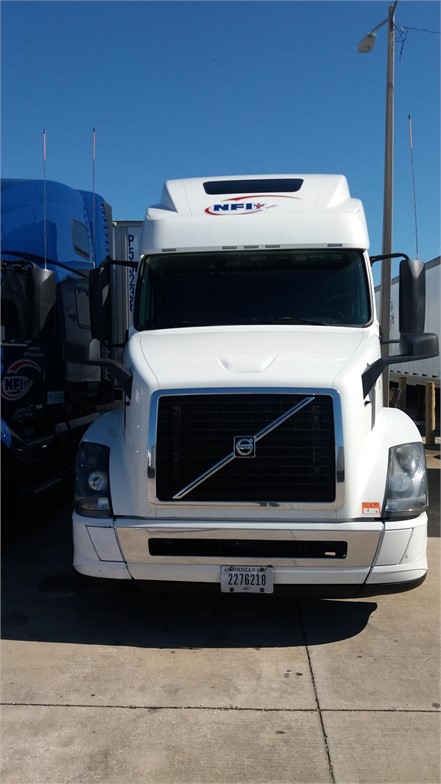 USED 2017 VOLVO VNL64T780 SLEEPER TRUCK #12040