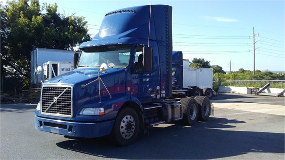 USED 2014 VOLVO VNM64T200 DAYCAB TRUCK #12740