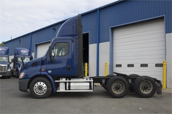 2016 FREIGHTLINER CASCADIA 113 Daycab #1