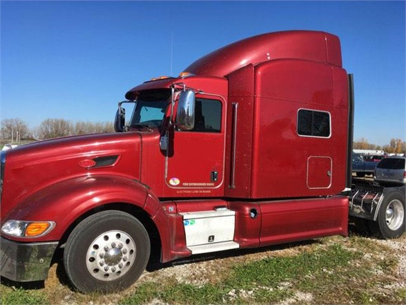 USED 2013 PETERBILT 386 SLEEPER TRUCK #9169
