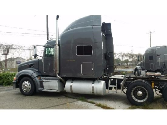 USED 2007 PETERBILT 386 SLEEPER TRUCK #9175