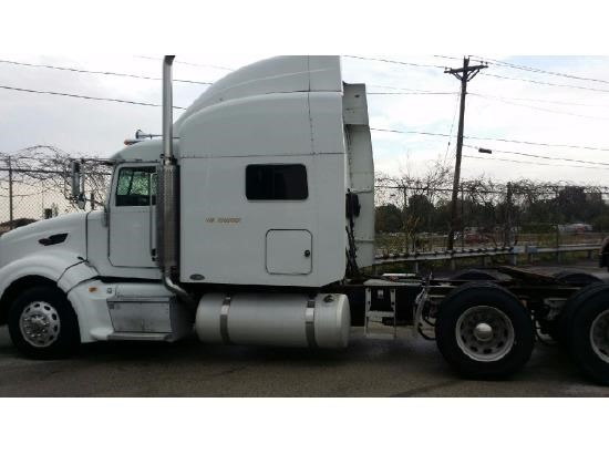 USED 2007 PETERBILT 386 SLEEPER TRUCK #9177
