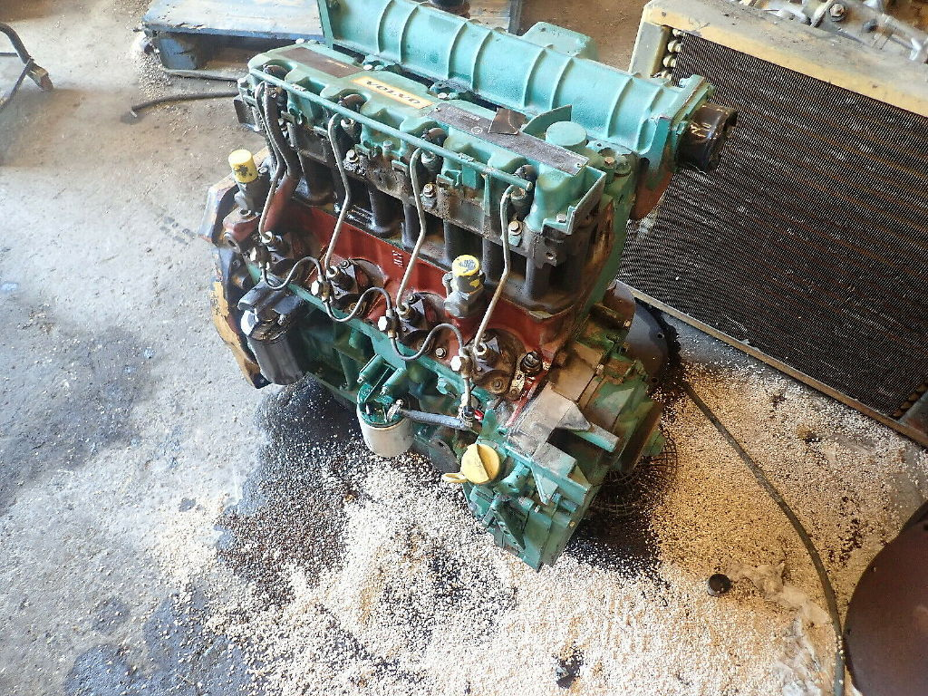 USED DEUTZ F4M1011F COMPLETE ENGINE TRUCK PARTS #11246