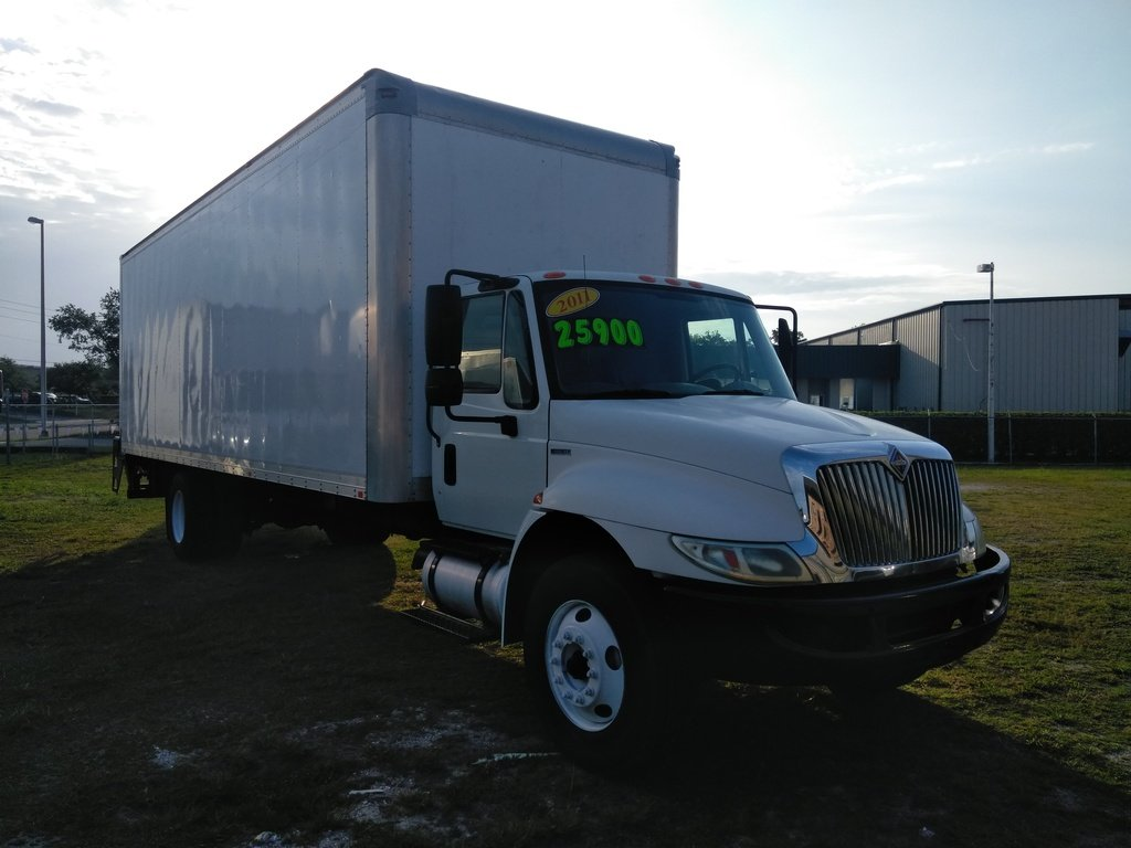 2011 INTERNATIONAL 4300-28' Box Box Van Truck #1