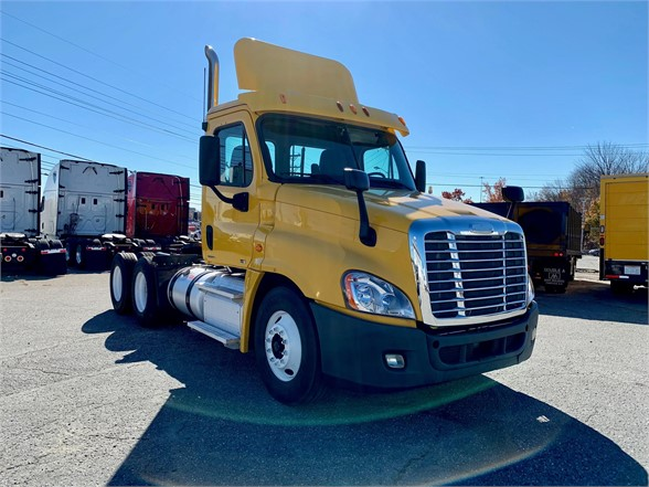 USED 2012 FREIGHTLINER CASCADIA 125 DAYCAB TRUCK #1443