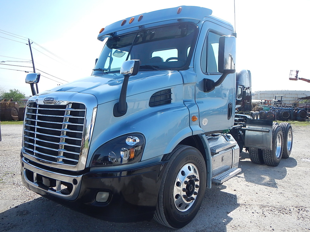 USED 2015 FREIGHTLINER CASCADIA DAY CAB TANDEM AXLE DAYCAB TRUCK #2842