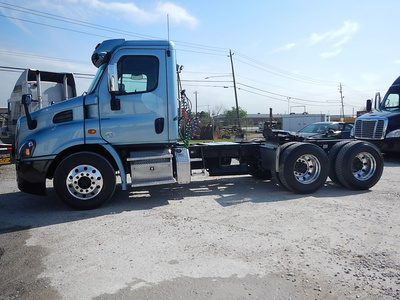 USED 2015 FREIGHTLINER CASCADIA DAY CAB TANDEM AXLE DAYCAB TRUCK #2842-2