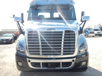 USED 2015 FREIGHTLINER CASCADIA DAY CAB TANDEM AXLE DAYCAB TRUCK #2842-9