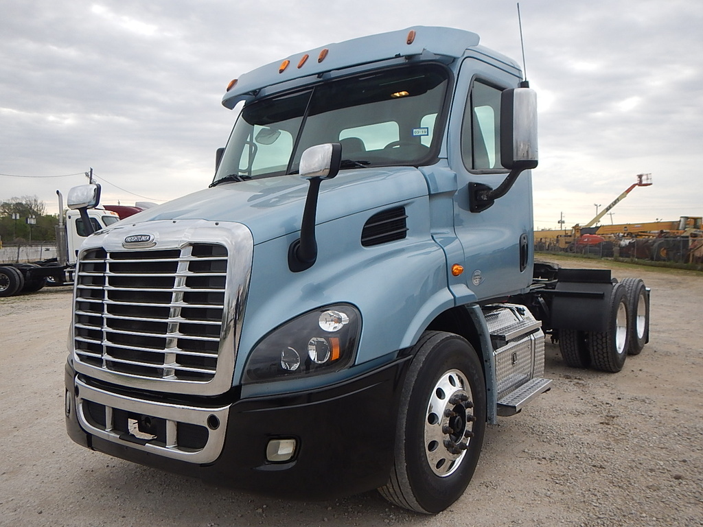 USED 2015 FREIGHTLINER CASCADIA TANDEM AXLE DAYCAB TRUCK #2849