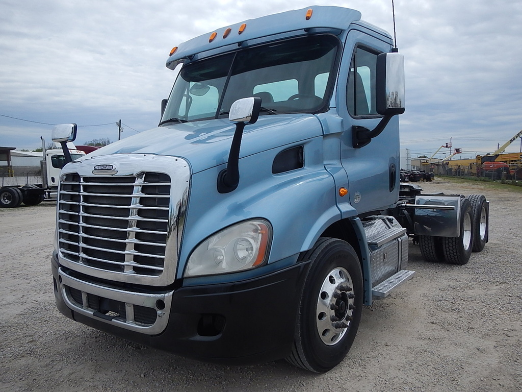 USED 2015 FREIGHTLINER CASCADIA DAY CAB TANDEM AXLE DAYCAB TRUCK #2852