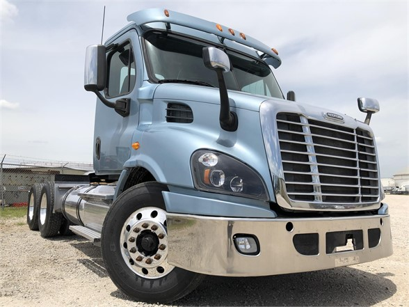 USED 2014 FREIGHTLINER CASCADIA 113 DAYCAB TRUCK #2877