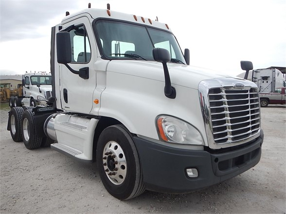 USED 2012 FREIGHTLINER CASCADIA 125 DAYCAB TRUCK #2880
