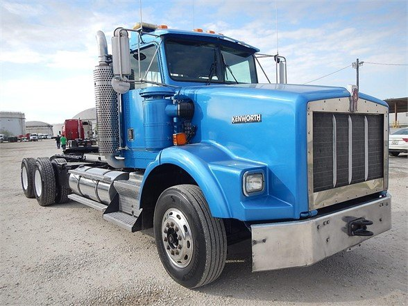 USED 2001 KENWORTH T800 DAYCAB TRUCK #2899