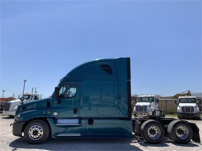 USED 2015 FREIGHTLINER CASCADIA 125 SLEEPER TRUCK #2912-4