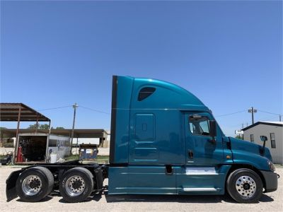 USED 2015 FREIGHTLINER CASCADIA 125 SLEEPER TRUCK #2912-8