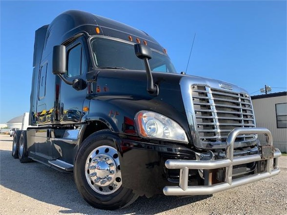 USED 2014 FREIGHTLINER CASCADIA 125 SLEEPER TRUCK #3052