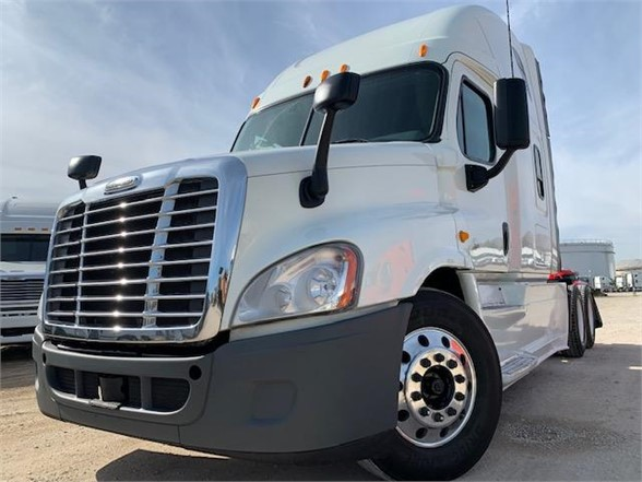 USED 2013 FREIGHTLINER CASCADIA 125 SLEEPER TRUCK #3103