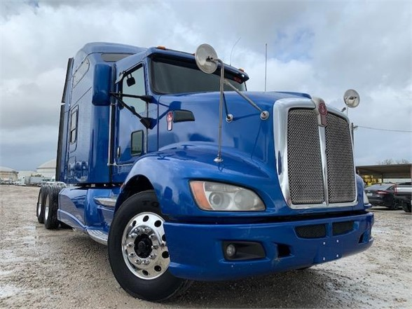 USED 2014 KENWORTH T660 SLEEPER TRUCK #3144
