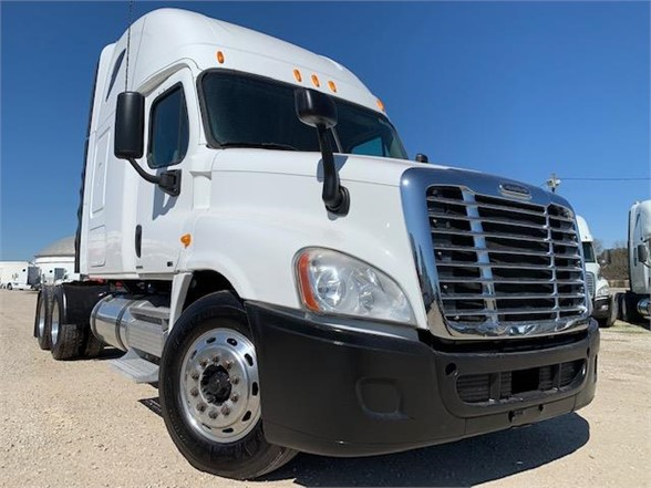 USED 2010 FREIGHTLINER CASCADIA 125 SLEEPER TRUCK #3162