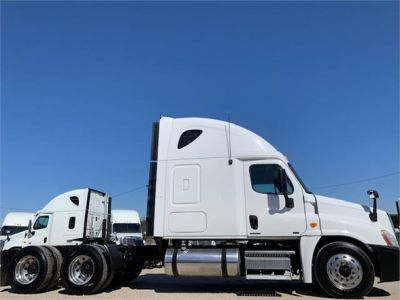 USED 2010 FREIGHTLINER CASCADIA 125 SLEEPER TRUCK #3162-4