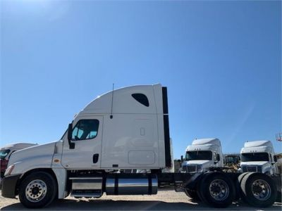 USED 2010 FREIGHTLINER CASCADIA 125 SLEEPER TRUCK #3162-5