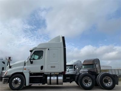 USED 2012 FREIGHTLINER CASCADIA 125 SLEEPER TRUCK #3201-5