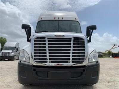 USED 2016 FREIGHTLINER CASCADIA 125 SLEEPER TRUCK #3246-2