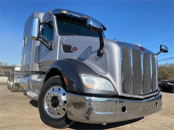 USED 2015 PETERBILT 579 SLEEPER TRUCK #3351