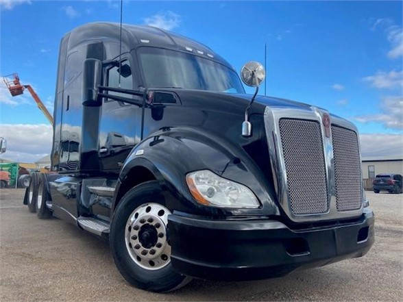 USED 2015 KENWORTH T680 SLEEPER TRUCK #3355
