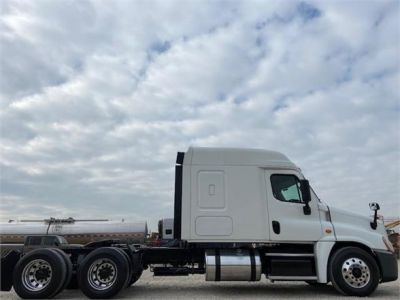 USED 2016 FREIGHTLINER CASCADIA 125 SLEEPER TRUCK #3366-4