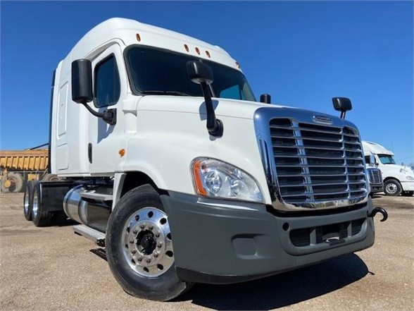 USED 2016 FREIGHTLINER CASCADIA 125 SLEEPER TRUCK #3375