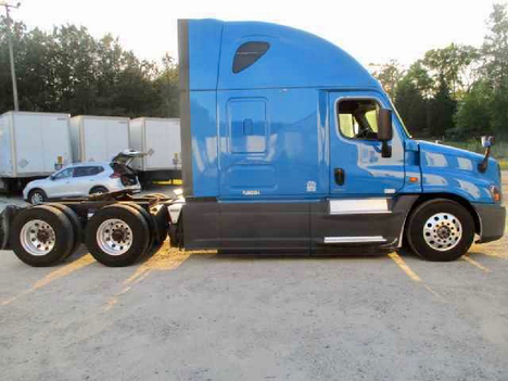 USED 2016 FREIGHTLINER CASCADIA 125 EVOLUTION SLEEPER TRUCK #10867-13