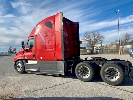 USED 2016 FREIGHTLINER CASCADIA 125 EVOLUTION SLEEPER TRUCK #10867-7